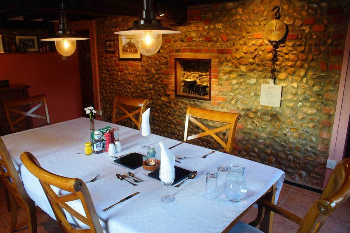 The-B&B-dining-room-(4)